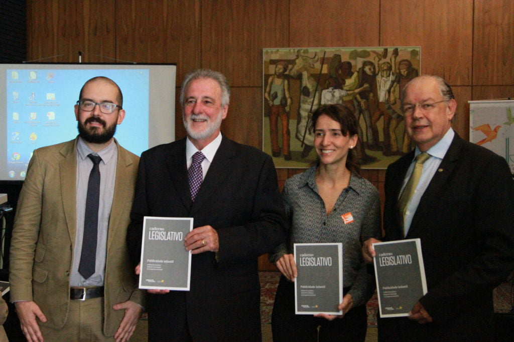 Renato Godoy, do Instituto Alana, Deputado Carlos Melles, Isabella Henriques, diretora de Advocacy do Instituto Alana, Deputado Hauly (Foto: Laura Leal/ Instituto Alana)