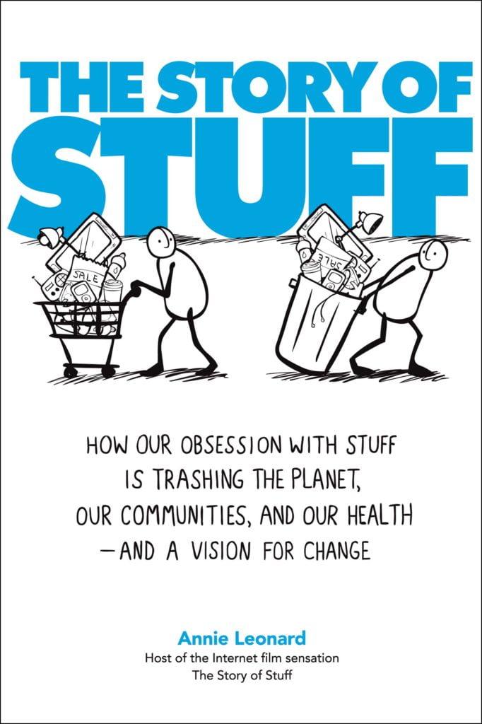 Cartaz com o desenho de duas pessoas carregando produtos descreve em inglês: The Story of Stuff. How our obsession with stuff is trashing the planet, our communities, and our health - and a vision for change.