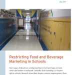 "Capa do informativo: ""Restricting Food and Beverage Marketing in Schools""."