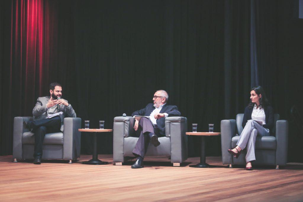 O jornalista Sérgio Dávilla, editor-executivo da Folha de S. Paulo, Milton Seligman, professor do Insper, Vanessa Nadalin, economista do IPEA (Foto: Otavio Sousa)