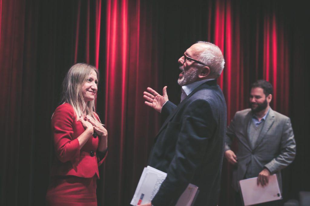 Romina Bandura, consultora do EIU e Milton Seligman, professor do Insper (Foto: Otavio Sousa)