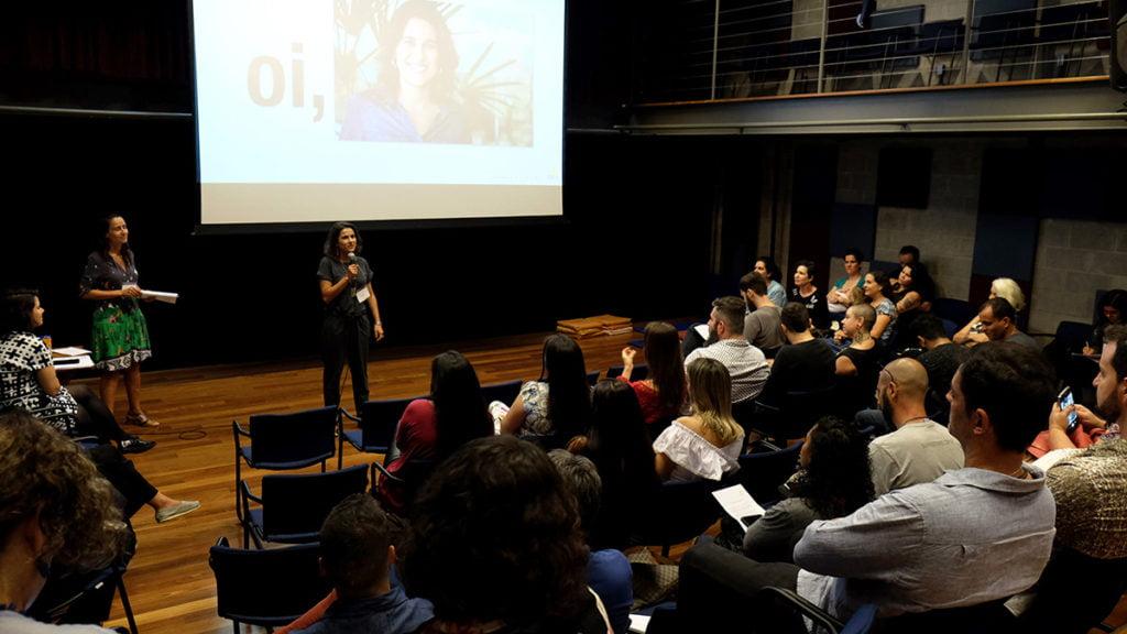 Apresentação da Diretora de Advocacy do Alana, Isabella Henriques, e da coordenadora do Criança e Consumo, Ekaterine Karageorgiadis.