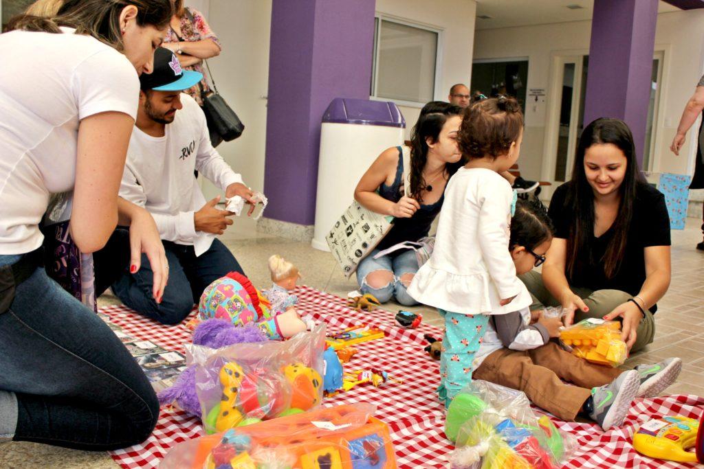 Feira de Trocas de Brinquedos realizada pelo Colégio Anália Franco