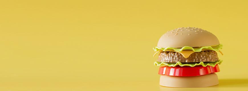 McDonald's impacta o meio ambiente com brinquedos de plástico