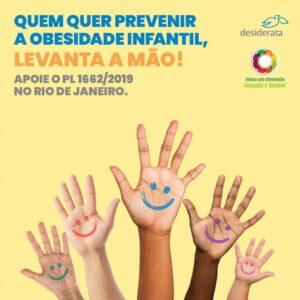 em fundo amarelo, foto de diversas mãos para cima com carinhas felizes nelas e texto que diz